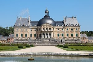 411px 0 Maincy   Château de Vaux le Vicomte 2 1 300x200 - 411px-0_Maincy_-_Château_de_Vaux-le-Vicomte_(2) (1)